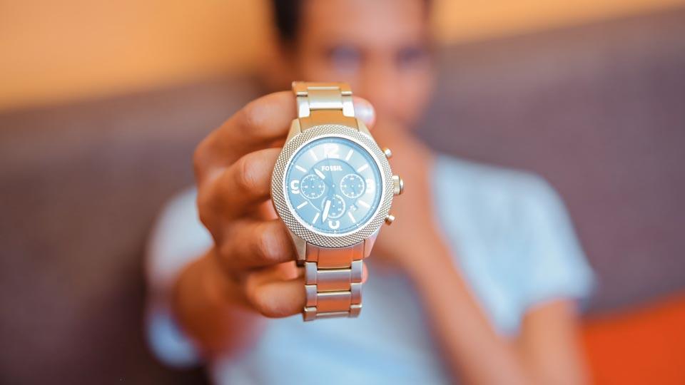 تمیز کردن بند ساعت سیلیکونی با الکل