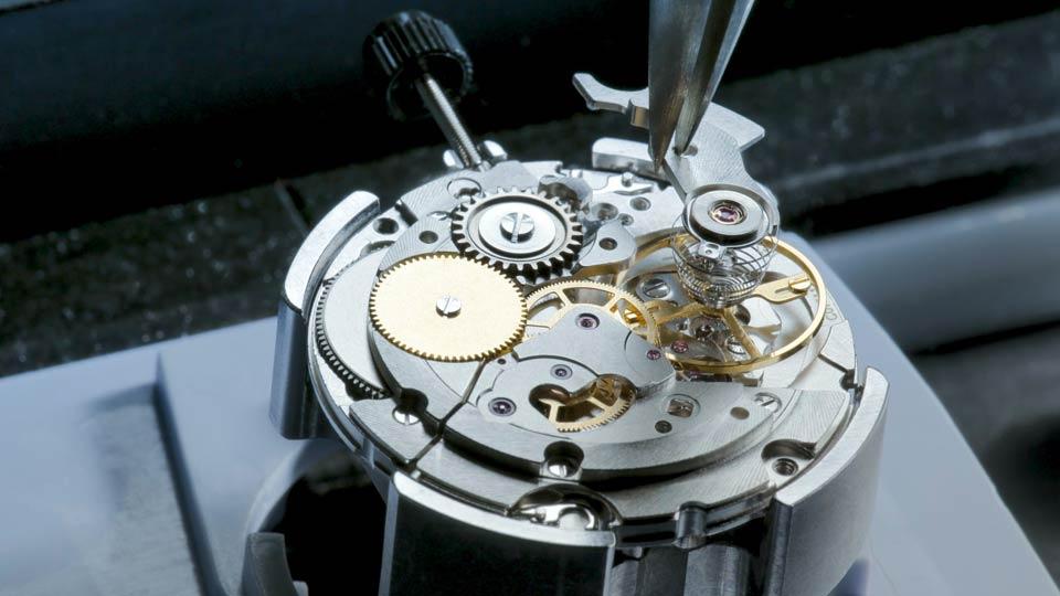 مشخصات و طرز کار موتور ساعت مکانیکی